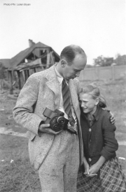 Kazimiera Kostewicz et Julien Bryan - Varsovie septembre 1939 - Photo IPN/Julien Bryan