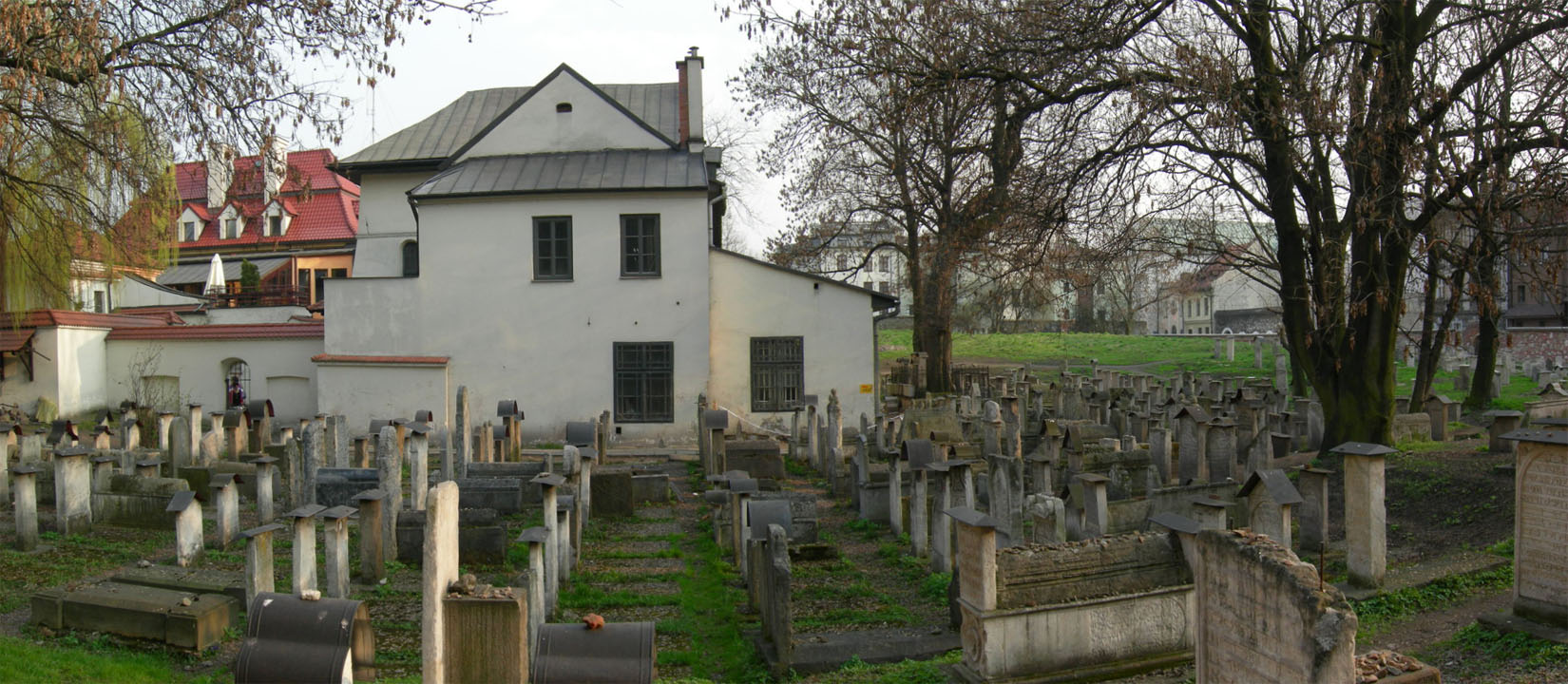 the-jewish-cemetery-remuh-in-cracow-panorama-1