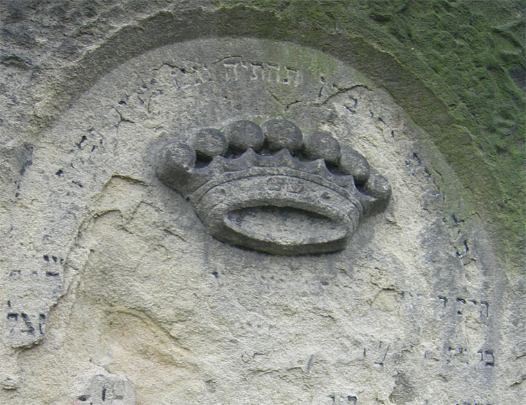 symbolism-of-tombstone-crown-3
