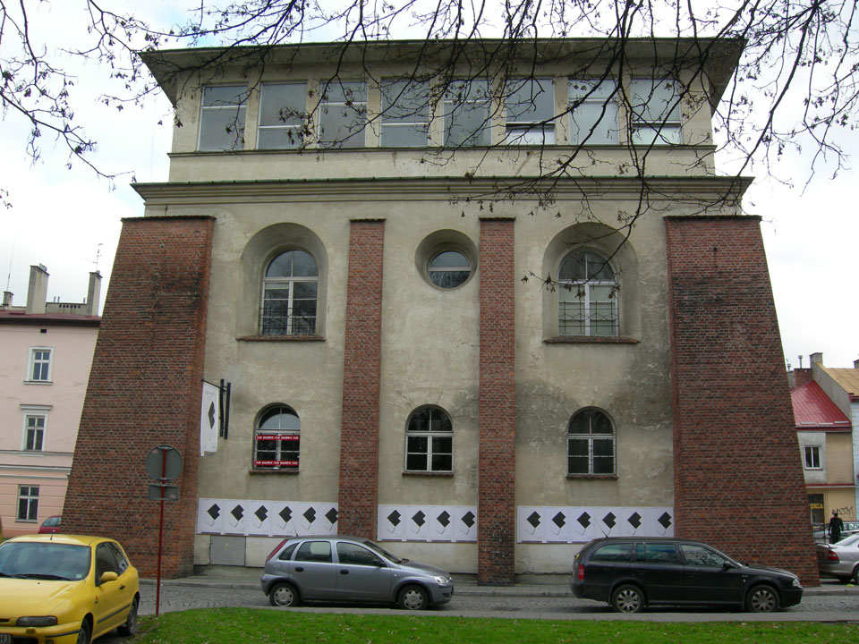 http://www.shabbat-goy.com/wp-content/uploads/2013/02/the-new-synagogue-of-rzeszow-16.jpg